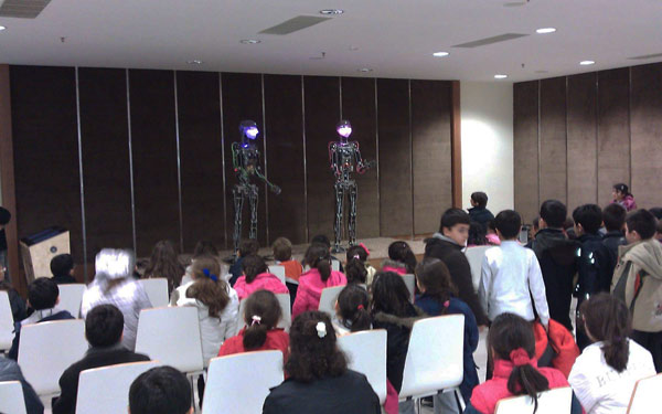 Full Size Humanoid Robot RoboThespian Entertainment Robot Gaziantep - Engineered Arts