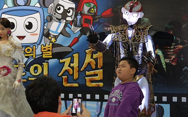 Full Size Humanoid Robot RoboThespian Entertainment Robot ISAN - Engineered Arts