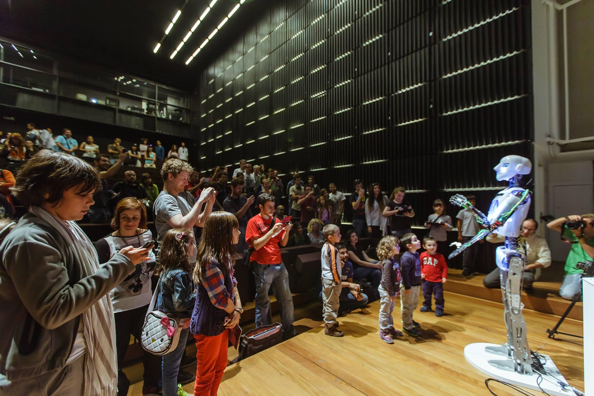 Robot Keynote at Congitivopolis, Madeira by Will Jackson & RoboThespian - Engineered Arts