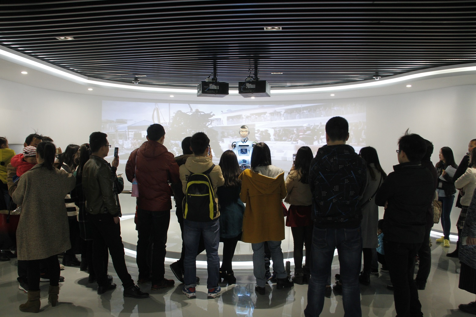 Humanoid RoboThespian Entertaining Crowds at Robot Museum, Suzhou. Engineered Arts